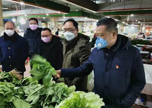 市场监督管理局对农贸市场进行抽检